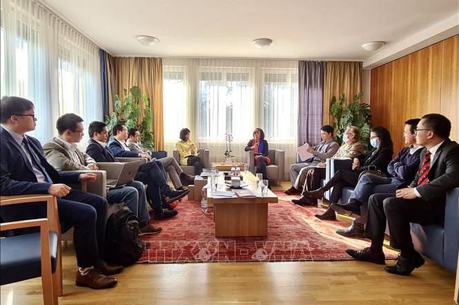 Các đại biểu tham dự Lễ ra mắt Hội nhịp cầu kinh doanh Việt Nam - Thụy Sĩ (Ảnh: TTXVN)
