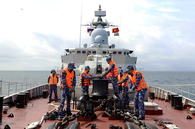 Tuyển thủ Hải quân Nhân dân Việt Nam thi đấu nội dung Kỹ năng hàng hải