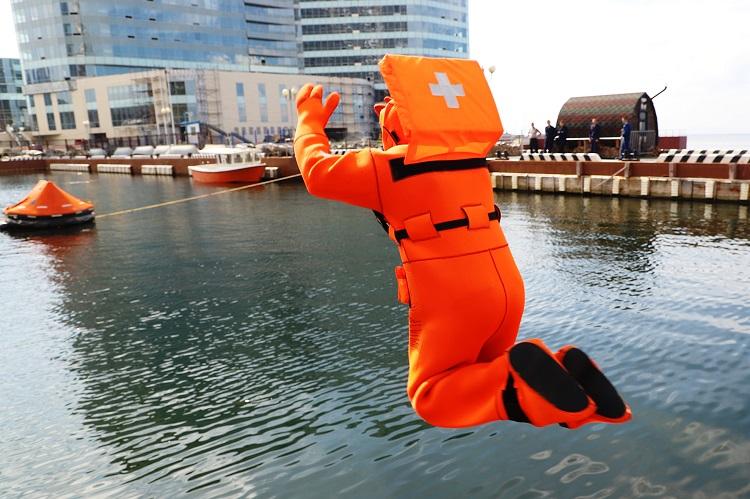 Tuyển thủ Việt Nam thi đấu nội dung cứu nạn cứu hộ