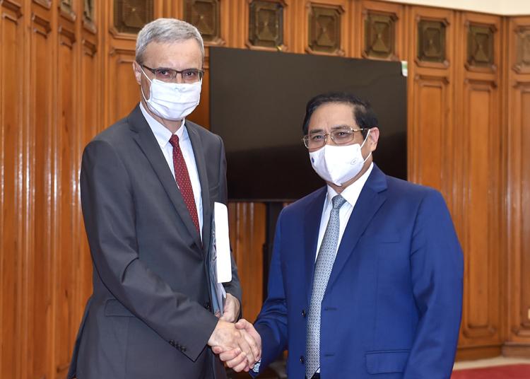 Thủ tướng Chính phủ Phạm Minh Chính tiếp Đại sứ Pháp Nicolas Warnery chiều ngày 22/9. (Ảnh: VGP)